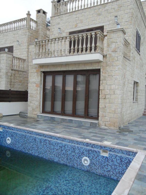 New traditional 3 bedroom villa in Koili
