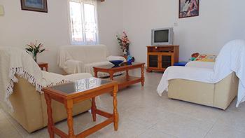 4 bedroom villa for rent in Peyia