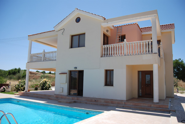 4 bed spacious villa for rent in Polemi