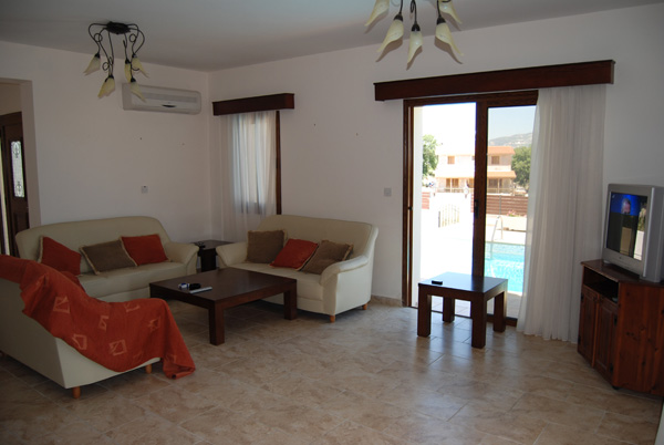 Luxury spacious villa for rent in Polemi