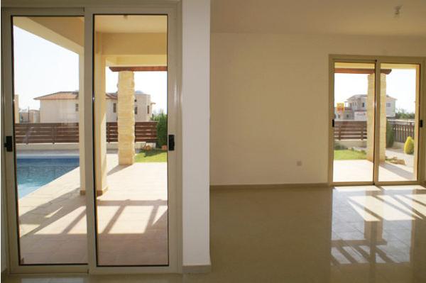 3 bedroom villa for rent in Lower Peyia