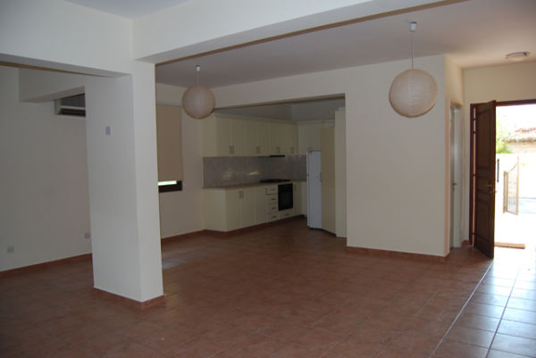 3 Bed Detached House long term rent Tsada
