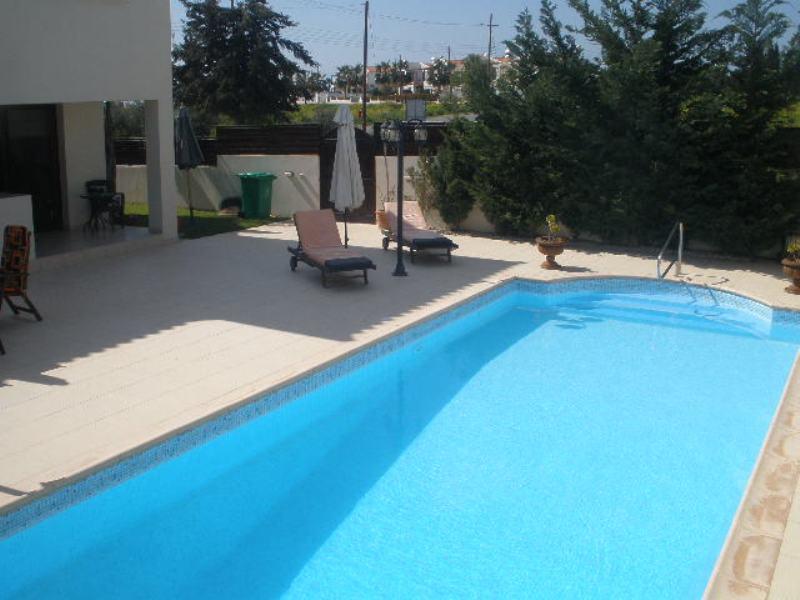 Luxury villa for long term rent in Anarita