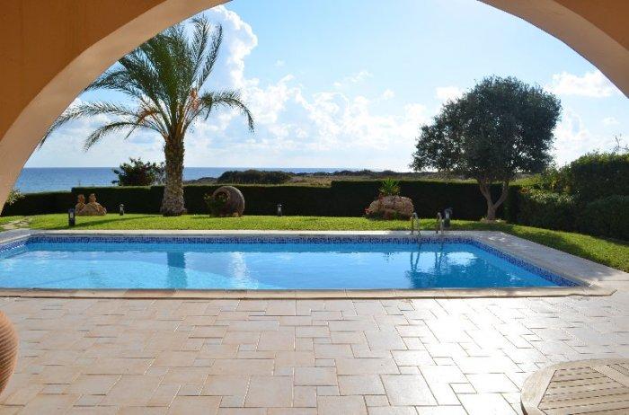 Superb 5 Bed Sea-front Villa in Coral Bay