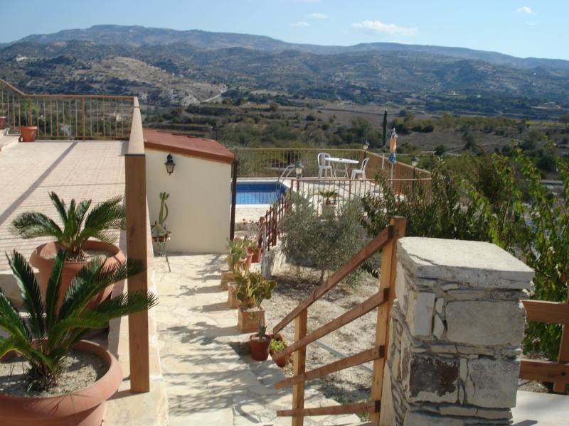 4 bed Villa for long term rent in Letymbou