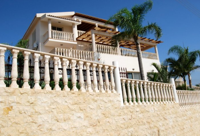 Luxury 7 bed villa in Coral Bay for sale
