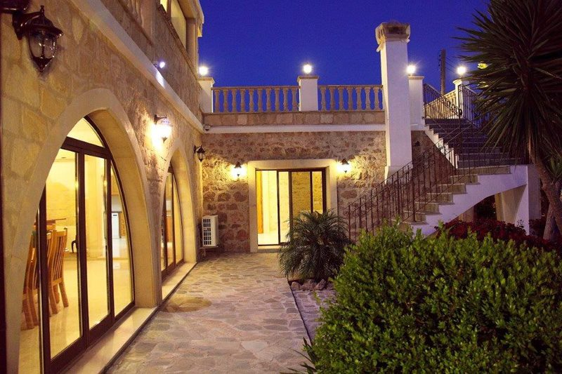 5 bed luxury villa in Paphos