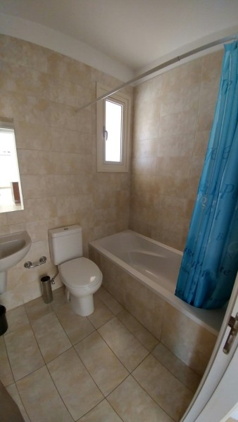 2 bed detached bungalow with pool