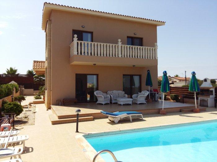 3 bed Unfurnished villa in Saint George