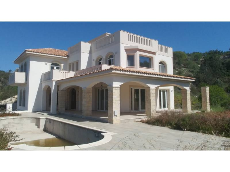 900 sqm -4 bed detached house with nice views