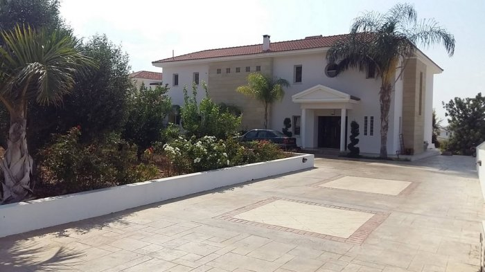 Luxury Villa in Paphos Peyia for long term rent