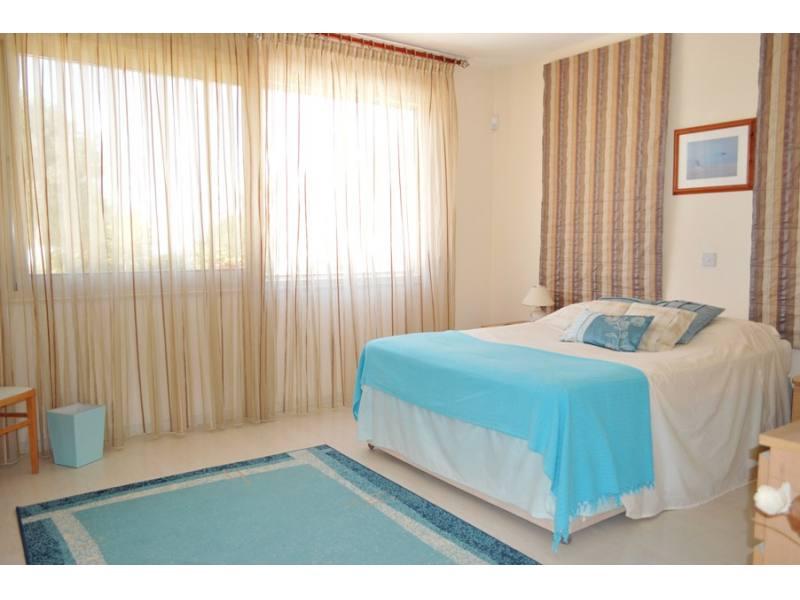 luxury 4 bedroom bungalow in Anarita for sale