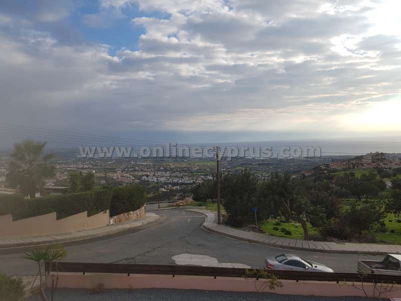 3 bed unfurnished house in Peyia