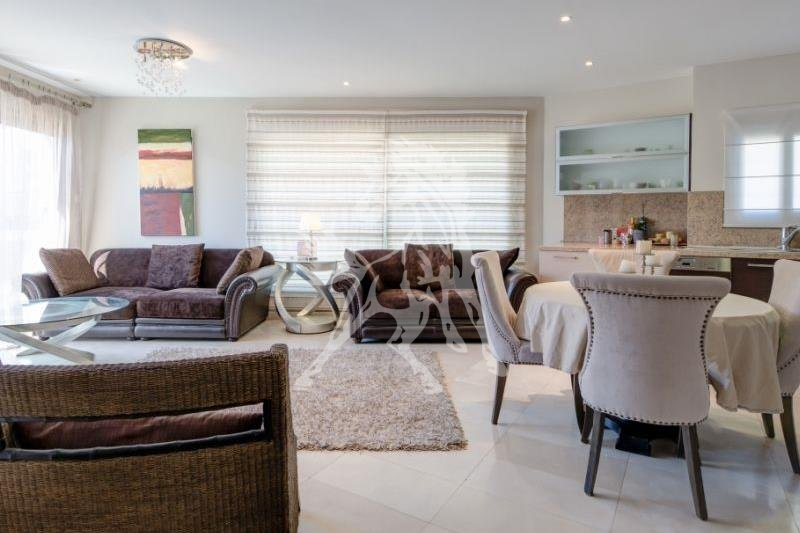 Luxurious 2-bedroom apartment for long-term rent