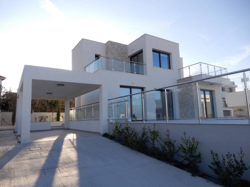 Brand new 5 bedroom villas in Sea Caves for long term rentals