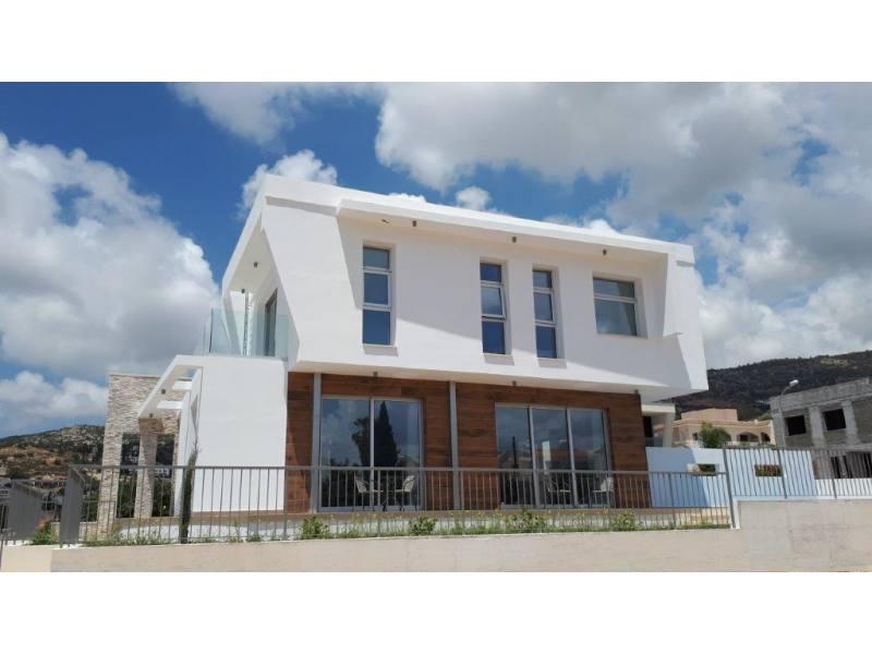 New Modern villa in Peyia