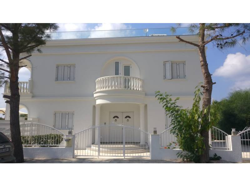 Luxury villa in Coral bay for long term rent