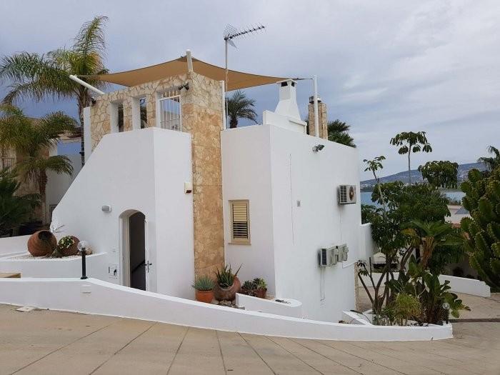 Luxury townhouse in Kissonerga