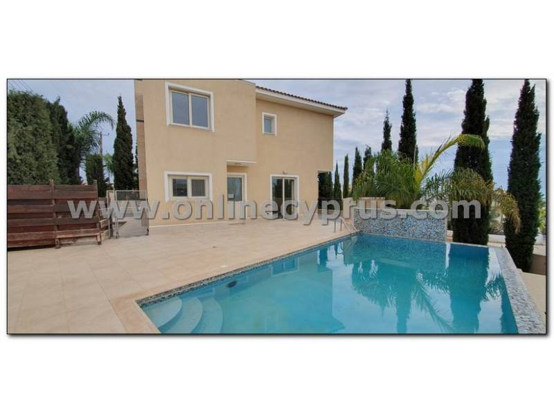 3 bed plus apartment modern villa In Peyia