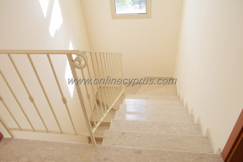 Lovely 3 bed Unfurnished villa with amazing view