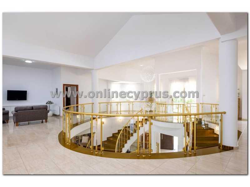 Spectacular 7 bedroom villa for long term rent