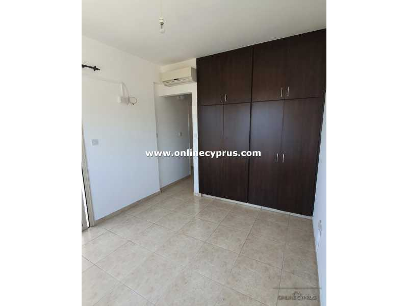 Top floor 2 bed apartment for long term rent