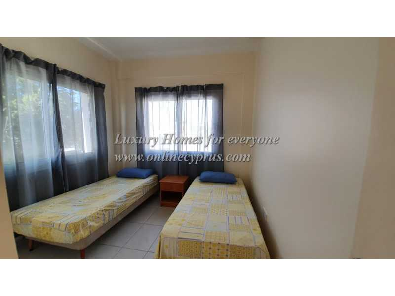 Corner Tonwhouse for long term rent