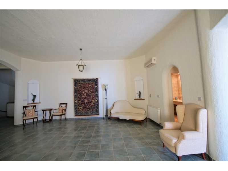 Lovely villa for long term rent