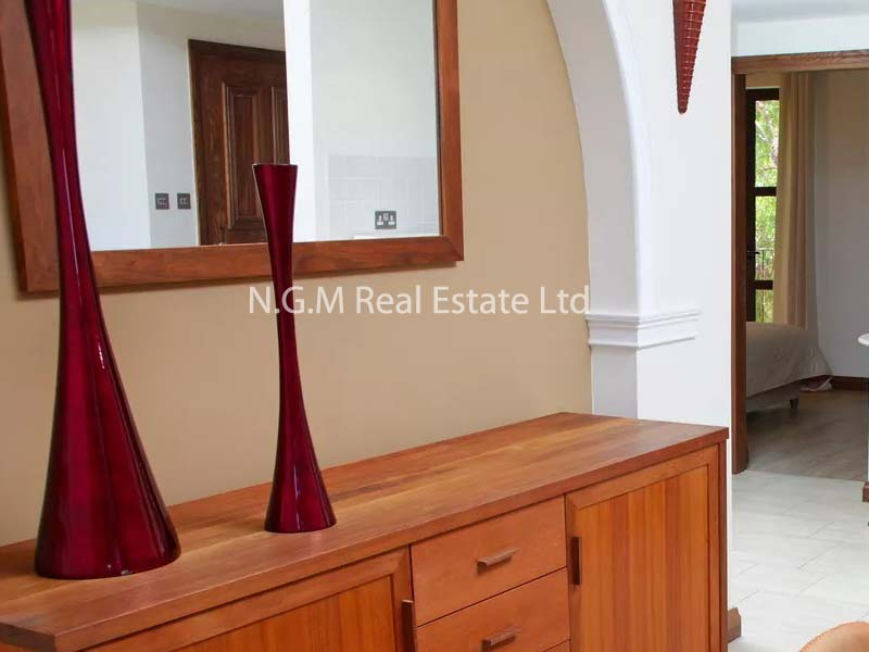 2-bedroom apartment with communal pool