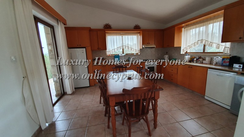 Furnished 3 bed bungalow in Sea caves