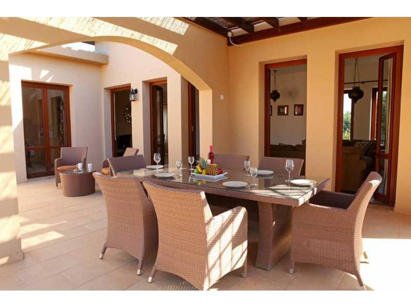 4 bedroom Furnished villa in Aphrodite Hills