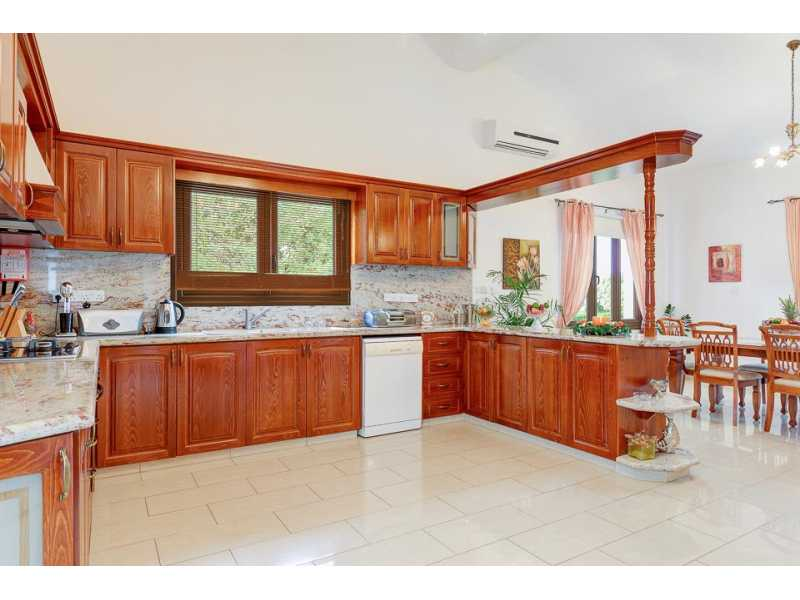 Lovely bungalow for long term in Latchi