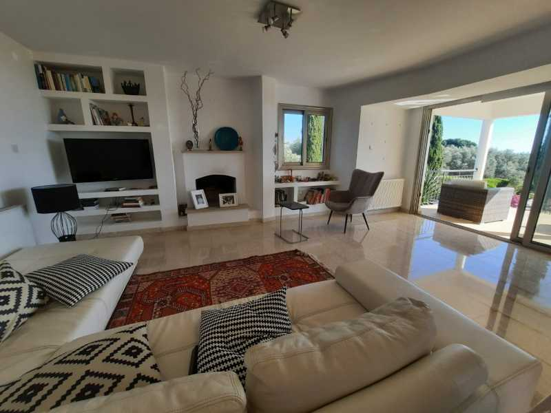 Spacious villa for long term rent in Lower Tala