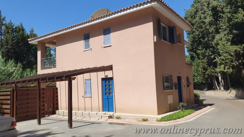 Semidetached house for Long term