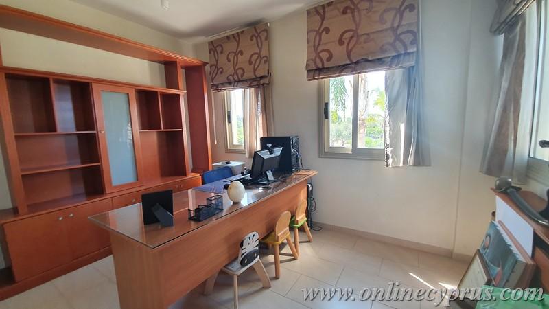 Villa for long term in Chloraka