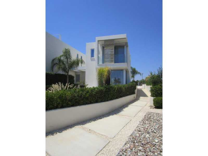 Modern 3 bedroom house in Coral bay