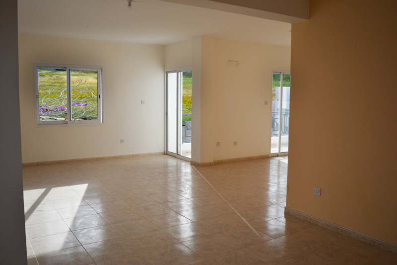 2 Bedroom Ground Floor Spacious Apartment in Paphos