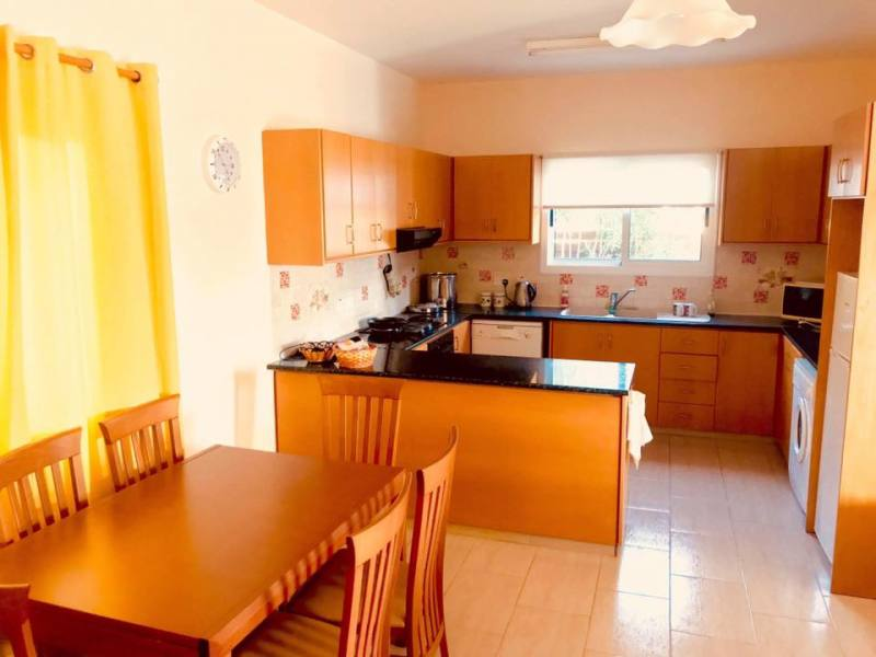 3 bedroom long term rent in the heart of Coral Bay
