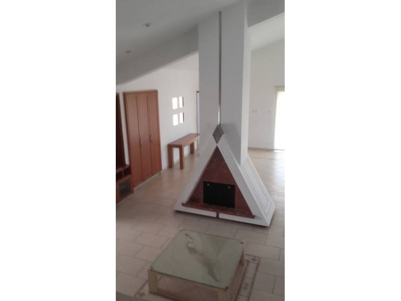 Paphos center 4 bedroom apartment for long term rent