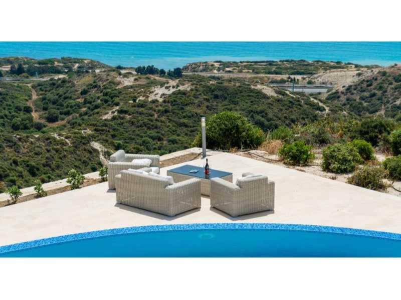 Luxury villa in Aprodite Hills