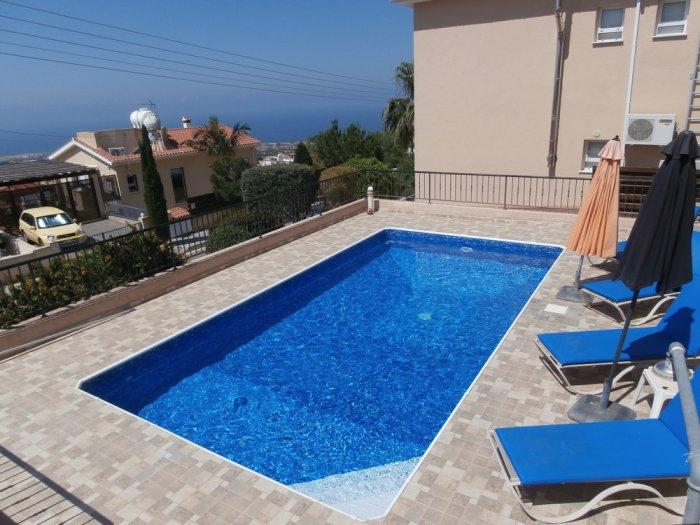 3 bed furnished villa in Peyia