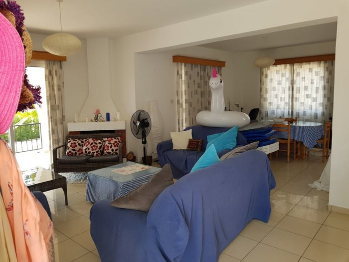 3 bed furnished in Coral bay