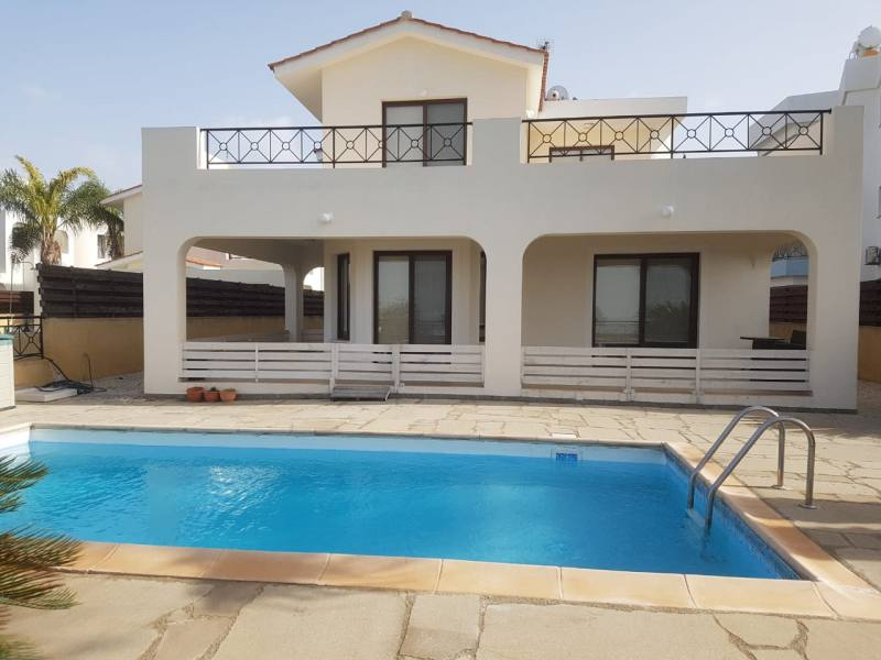 Villa for rent in Kissonerga with central heating and sea views