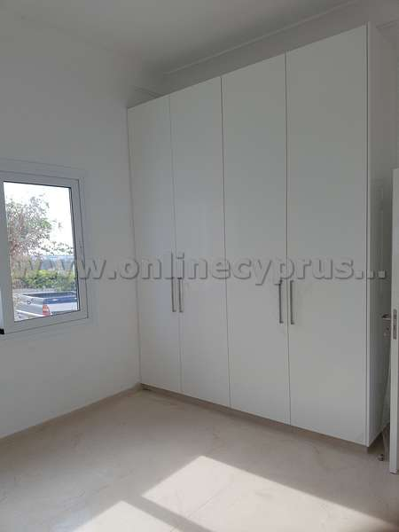 3 bed fully renovated detached house with fireplace