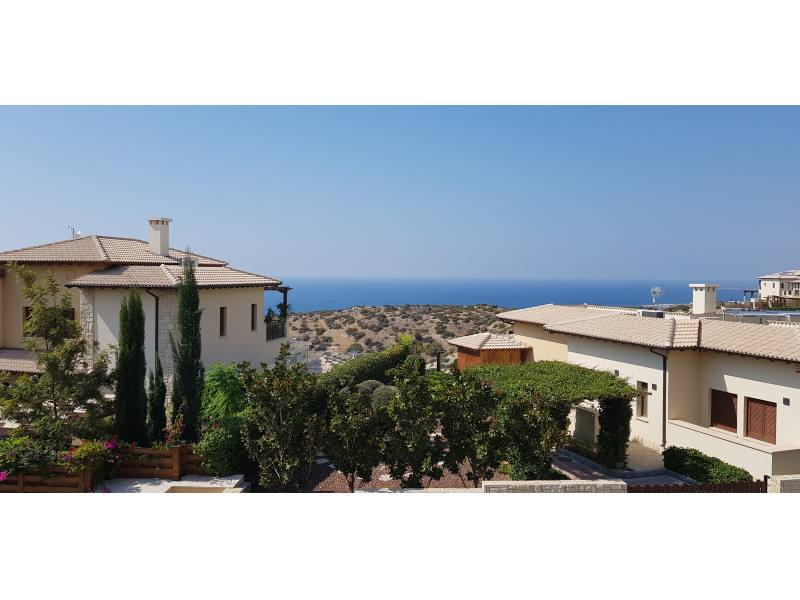 2 bedroom 2 bathrooms apartment in Aphrodite hills incl. communal fees