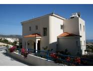 Spacious villa for rent in Peyia