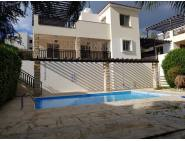 3 bed partly furnished villa in Coral bay with pool