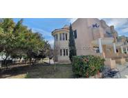 3 bedroom corner townhouse with big yard and share pool