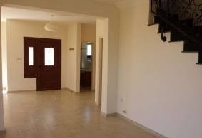 3 bed house in Tsada for long term rent