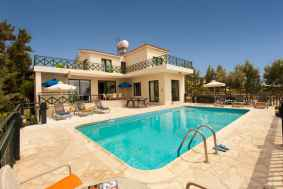 4 bed plus furnished villa for long term